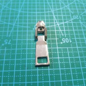 Бегунок №5 на  пластмассовую молнию арт 232  никель