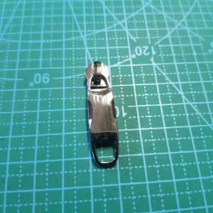 Бегунок №5 на пластмассовую молнию арт.258 черый никель.