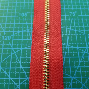 148-5 Молния металлическая №5 цвет ткани  № 148  красный зуб металл золото.