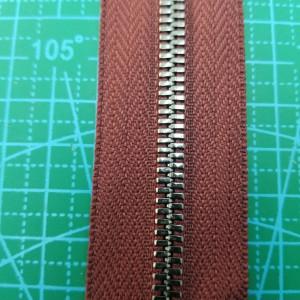 179-5 Молния металлическая №5 цвет 179 бордо, зуб черный никель.